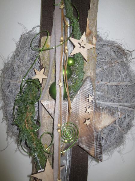 Ausgefallene kreative moderne floristik for Weihnachtliche floristik 2017